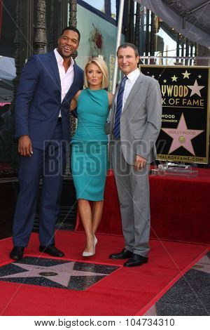 LOS ANGELES - OCT 12:  Michael Strahan, Kelly Ripa, Michael Gelman at the Kelly Ripa Hollywood Walk of Fame Ceremony at the Hollywood Walk of Fame on October 12, 2015 in Los Angeles, CA