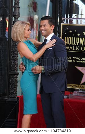 LOS ANGELES - OCT 12:  Kelly Ripa, Mark Consuelos at the Kelly Ripa Hollywood Walk of Fame Ceremony at the Hollywood Walk of Fame on October 12, 2015 in Los Angeles, CA