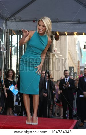 LOS ANGELES - OCT 12:  Kelly Ripa at the Kelly Ripa Hollywood Walk of Fame Ceremony at the Hollywood Walk of Fame on October 12, 2015 in Los Angeles, CA