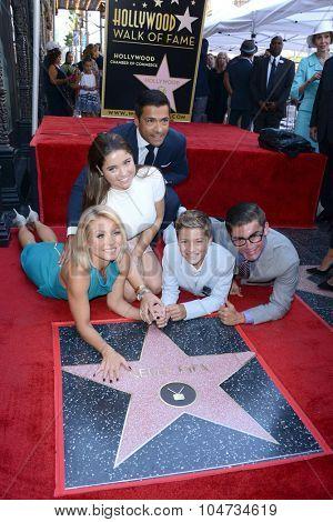 LOS ANGELES - OCT 12:  Kelly Ripa, Mark Consuelos, and family at the Kelly Ripa Hollywood WOFCeremony at the WOF on October 12, 2015 in Los Angeles, CA
