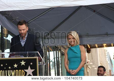 LOS ANGELES - OCT 12:  Joel McHale, Kelly Ripa at the Kelly Ripa Hollywood Walk of Fame Ceremony at the Hollywood Walk of Fame on October 12, 2015 in Los Angeles, CA