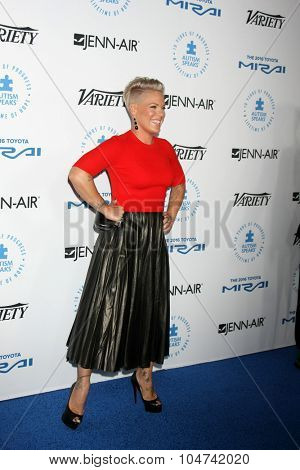 LOS ANGELES - OCT 8:  Pink, Alecia Moore Hart at the Autism Speaks Celebrity Chef Gala at the Barker Hanger on October 8, 2015 in Santa Monica, CA