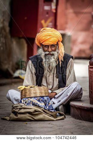 Photo street snake charmer. India.