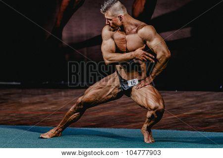 athlete bodybuilder straining of the quadriceps femoris