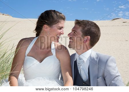 In Love Wedding Couple Have Fun At Th E Beach
