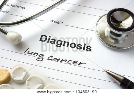 Diagnosis lung cancer written in the diagnostic form.