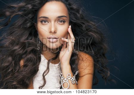 beautiful model with wavy hairstyle and accessories.