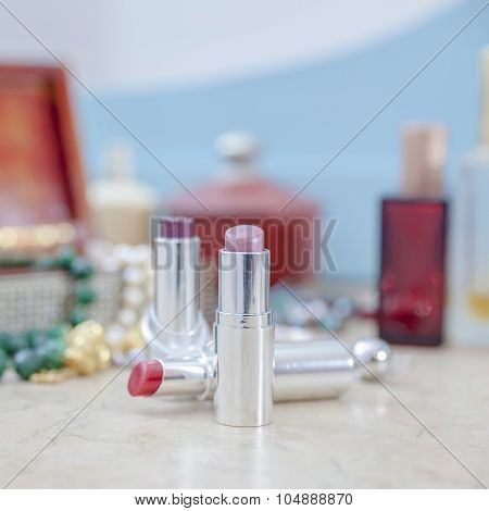 Objects Make-up Female
