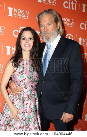 LOS ANGELES - OCT 14:  Rachel Bilson, Jeff Bridges at the No Kid Hungry Benefit Dinner at the Four Seasons Hotel on October 14, 2015 in Los Angeles, CA