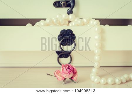Pearls necklace in wooden casket