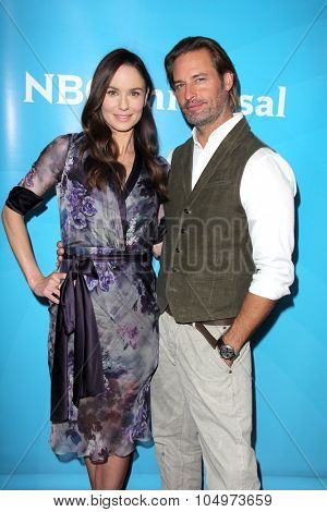 LOS ANGELES - AUG 12:  Sarah Wayne Callies, Josh Holloway at the NBCUniversal 2015 TCA Summer Press Tour at the Beverly Hilton Hotel on August 12, 2015 in Beverly Hills, CA
