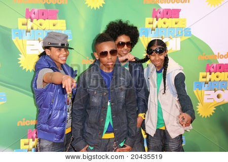 LOS ANGELES - 2 de APR: Comportamento estúpido que chegam no Kids Choice Awards 2011 no Galen Center, USC