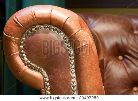 Cadeira retrô de couro antigo