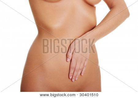 Joven sexy con sus manos en su vientre