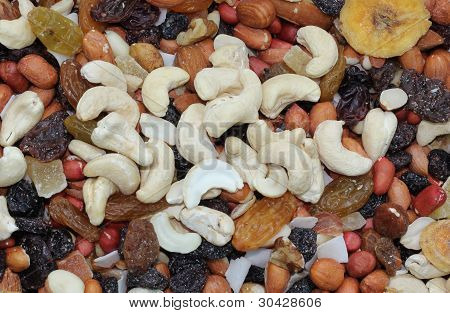 mixed nuts with dried fruit
