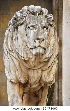 The statue of lions
