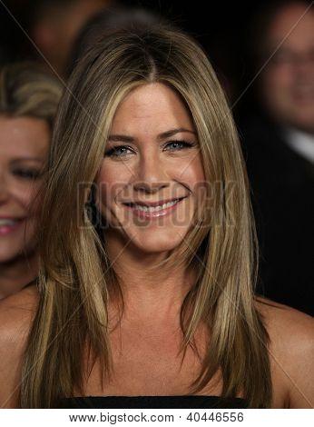 LOS ANGELES - 28 de janeiro: JENNIFER ANISTON chegando a Guild Awards 2012 do diretor em 28 de janeiro de 201