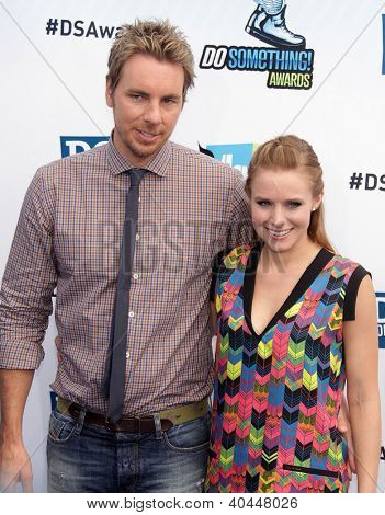 LOS ANGELES - AUG 18:  Dax Shepard & Kristen Bell arriving to Do Something Awards 2012  on August 18, 2012 in Santa Monica, CA