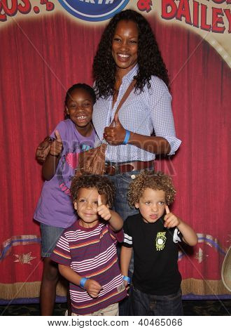 LOS ANGELES - JUL 21:  GARCELLE BEAUVAIS, NEICE, JAX AND JAID arriving to Ringling Bros Presents