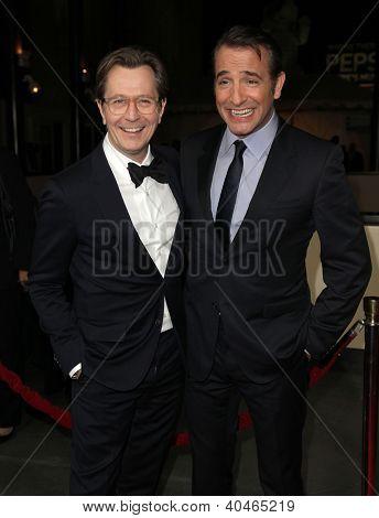 LOS ANGELES - 28 de JAN: GARY OLDMAN & JEAN DUJARDIN llegar a Guild Awards 2012 de Director en Janu