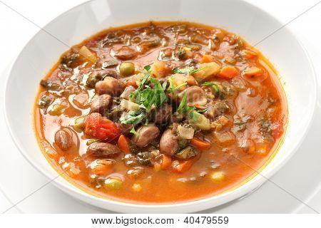 hausgemachte Minestrone-Suppe, italienische Küche