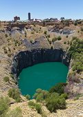 picture of open-pit mine  - An image of the Big Hole at Kimberley - JPG