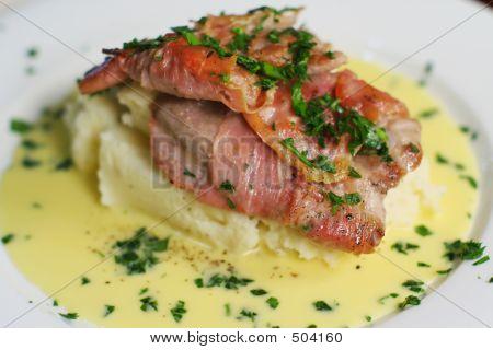 Kalbfleisch Scallopini mit Beure Blanc.