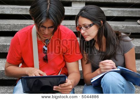 Hispanic students using computers