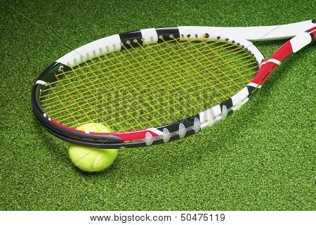 Powerful And Compact Tennis Racket With Ball