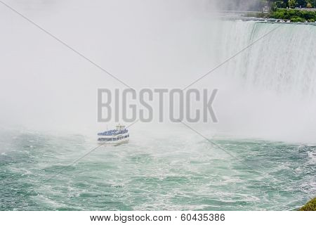 Niagara Falls With Maid Of The Mist