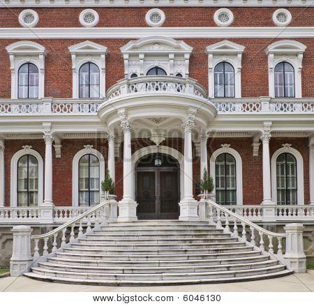Antebellum Villa Hay House