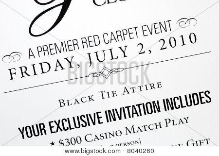Um cartão de convite para um evento especial