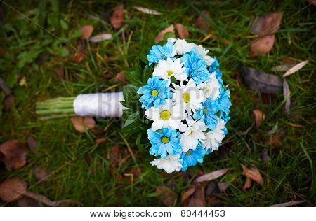 white and blue flowers. wedding bouquet
