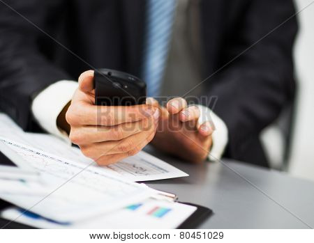 Hand to use a smartphone