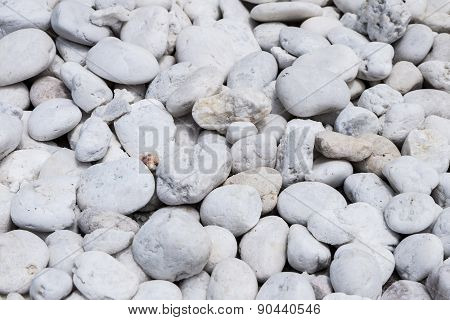 Moray Pebbles White