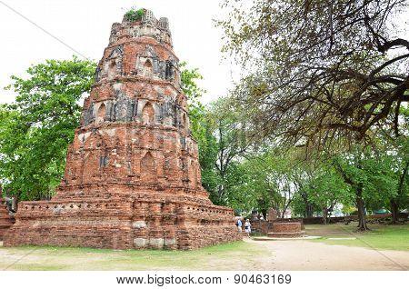 Tourist Visits Wat Chaiwatthanaram In Ayutthaya, Thailand