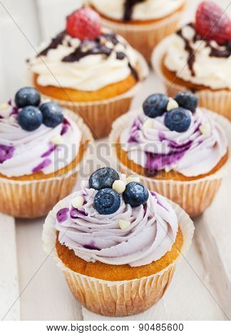 Blueberry and strawberry cupcakes