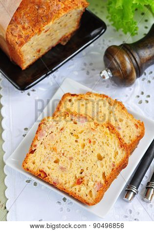 Snack cake with sun-dried tomatoes, cheese and bacon