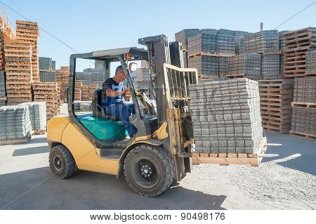 Loading footwalk products at construction factory