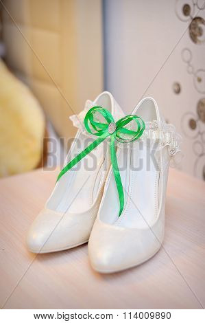 Luxury Wedding Shoes. Elegant Bridal Shoes And A White Garter