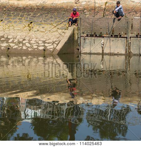 HO CHI MINH, VIETNAM - JAN 10, 2015: Local fishermans people fish in the Mekong river. Is located in the South of Vietnam, is the country's largest city, population 8 million.