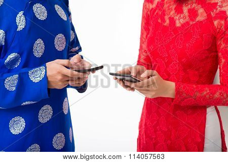 Texting couple