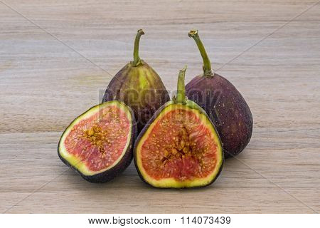 Figs whole and halved