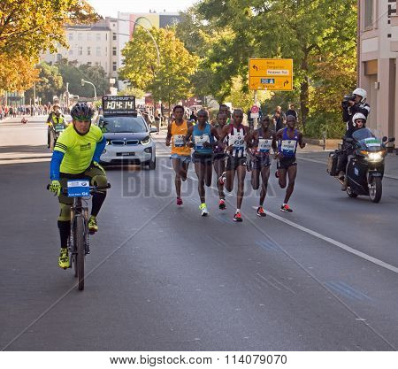 leading group at Berlin Marathon 2015