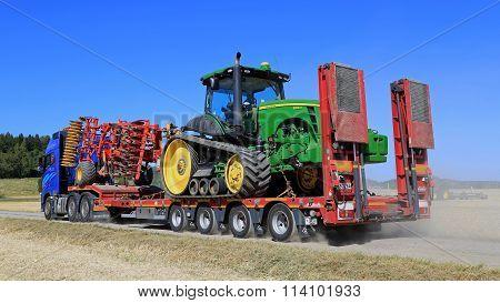 Volvo FH Semi Hauls John Deere Tractor