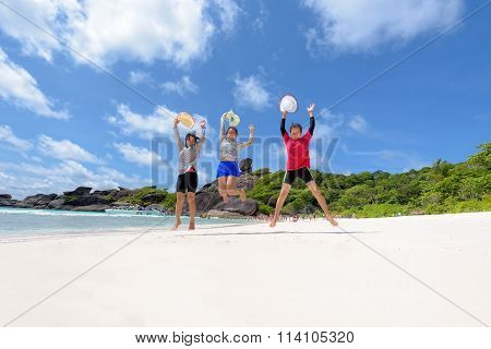 Tourist Women Three Generation Family On Beach