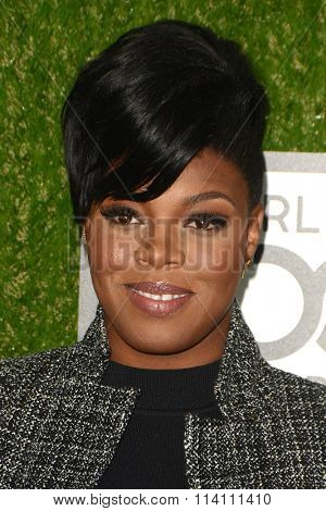 LOS ANGELES - JAN 9:  Ta'rhonda Jones at the The CW World Dog Awards at the Barker Hanger on January 9, 2016 in Santa Monica, CA