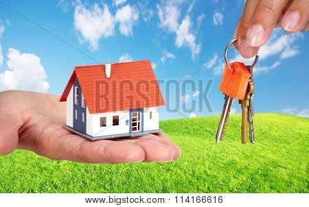 Small house and keys.