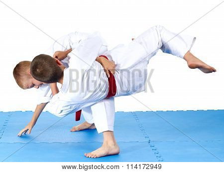 Two sportsmens are training judo throws