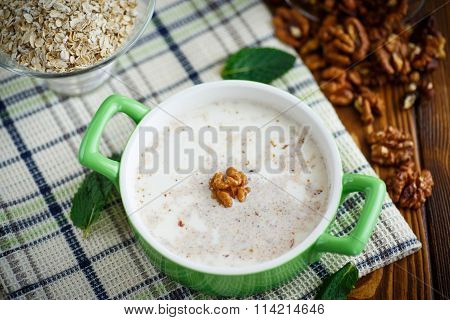 Milk oatmeal with walnuts